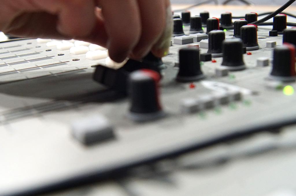 Taula als estudis de Calafell Ràdio